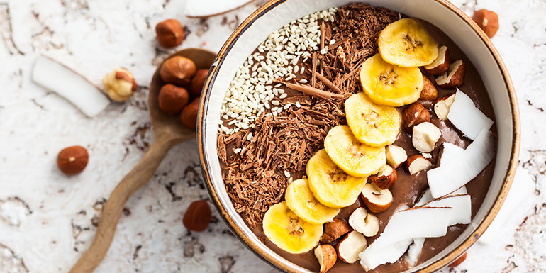chocolate-hazelnut-smoothie-bowl